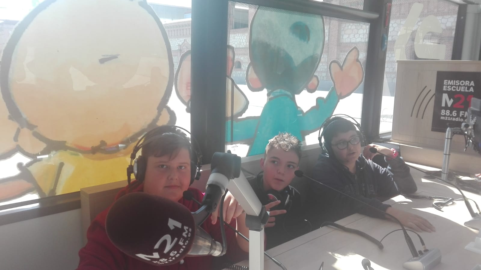Imágenes del artículo: Nuestros/as alumnos/as en la radio M21
